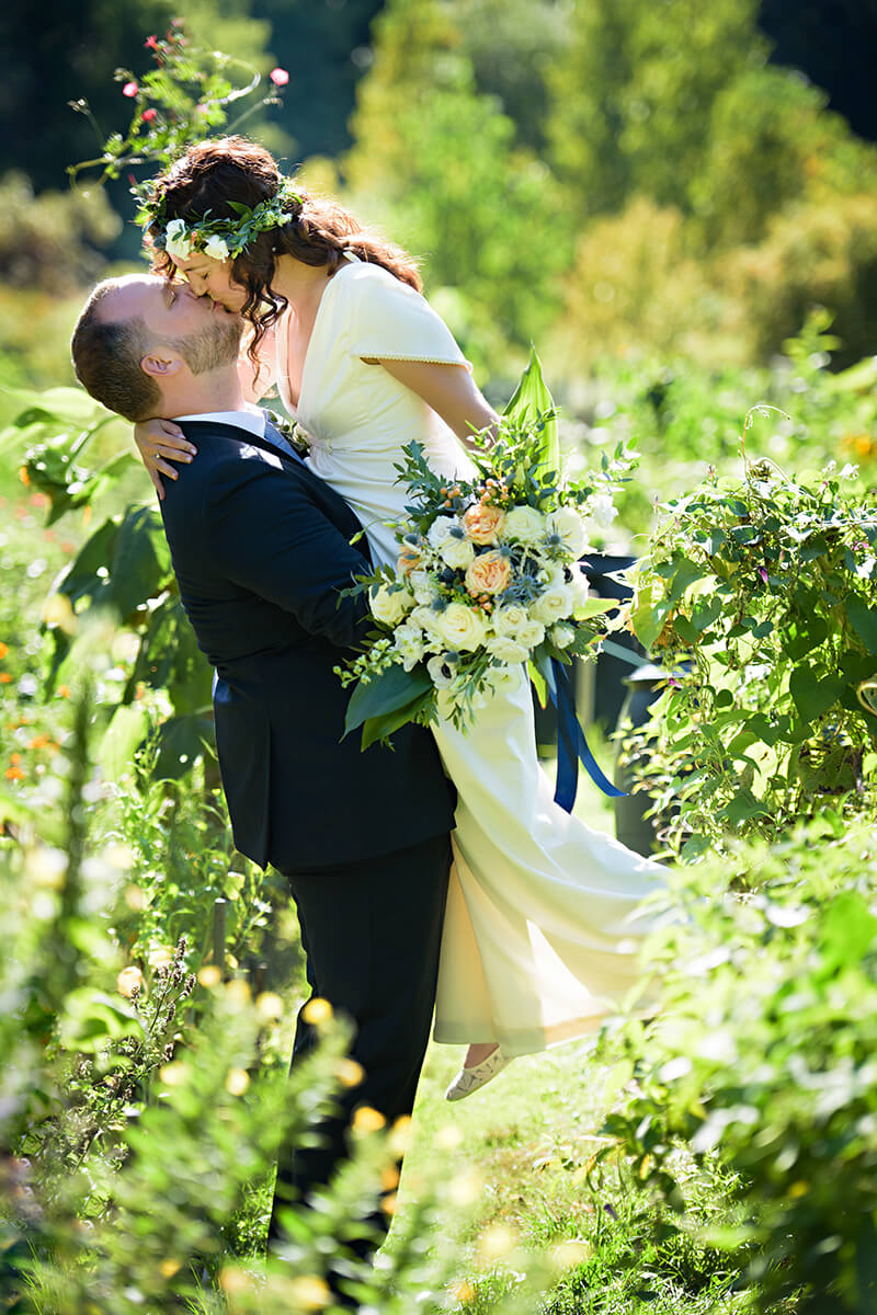 HRM Photography wedding couple kissing in garden